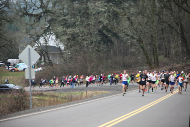 15k runners beginning the incline at the 2013 Zena Road Runs. - Photo by Mick Evans at OregonPixels.com